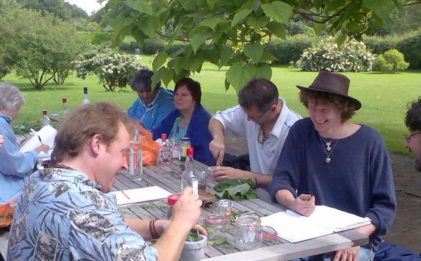 herbal medicine course whowing how to make your own herbal medicine